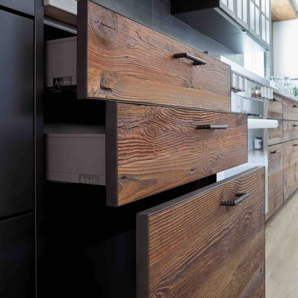 Wood grain on drawer faces Modern Farmhouse Kitchen