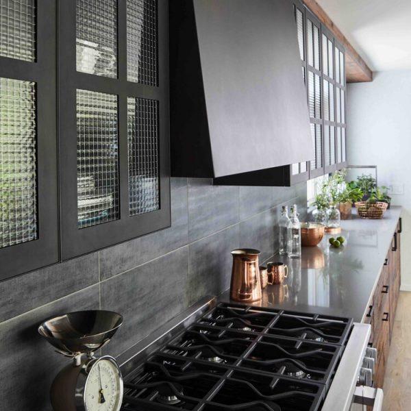 range & hood Modern Farmhouse Kitchen